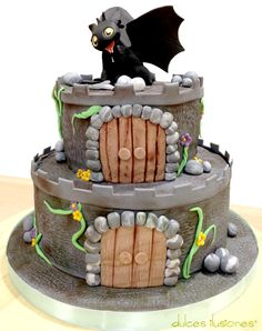 Tarta de cumpleaños para Ariel Dino Cake, Dragon Cakes, Dragon Party, Modeling Chocolate, Fashion Cakes, Cakes For Boys, Httyd, How To Train Your Dragon, Tiered Cakes