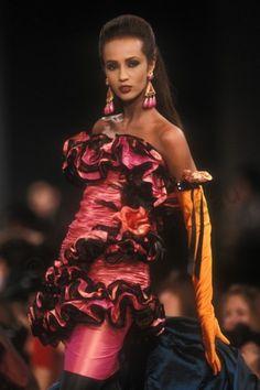 Iman in Emanuel Ungaro F/W Photo Guy Marineau 80s Fashion, Runway Fashion, Fashion Models, High Fashion, Vintage Fashion, Vintage Glam, Lolita Fashion, Fashion Designers, Timeless Fashion