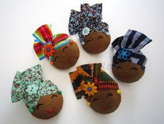 by sweetfelt \ felt ideas Fabric Brooch, Felt Fabric, Fabric Dolls, Fabric Art, Diy And Crafts, Crafts For Kids, Arts And Crafts, Africa Craft, African Dolls