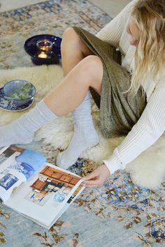 """HERFST SPECIAL // VLOERKLEDEN & HERFSTSFEREN Sunday interior talk: een warm vloerkleed in huis! en waarom dit een """"must"""" is in je interieur. Brrrrr! Regen.. We trekken ons wanneer het ..."""