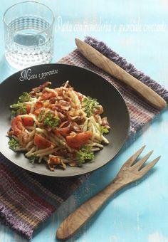 """La """"Pasta con pomodorini e guanciale croccante"""" è un primo piatto molto semplice e veloce da preparare, il suo gusto saporito vi conquisterà!"""