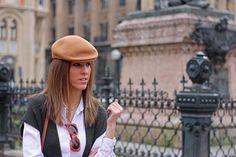 Rural Style  #outfit #look #rural #white shirt #green vest #street style #fashion blogger #print #thvlooks #thehighville  https://thehighville.com/blog/como-llevar-un-bolso-bandolera/
