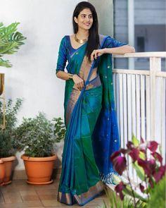 Cotton Saree Designs, Half Saree Designs, Silk Saree Blouse Designs, Saree Blouse Patterns, Blouse For Silk Saree, Pattern Blouses For Sarees, Bridal Sarees South Indian, South Silk Sarees, Engagement Saree