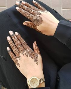Check beautiful & simple arabic mehndi designs 2020 that can be tried on wedding. Shaadidukaan is offering variety of latest Arabic mehandi design photos for hands & legs. Henna Hand Designs, Eid Mehndi Designs, Indian Henna Designs, Simple Arabic Mehndi Designs, Mehndi Designs For Girls, Modern Mehndi Designs, Mehndi Designs For Fingers, Wedding Mehndi Designs, Mehndi Design Pictures