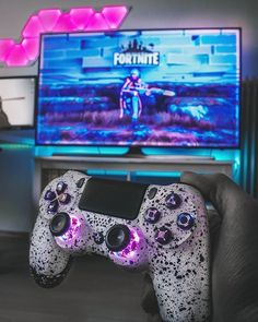 There are a lot of designs to inspire your bedroom with. These designs would vary in theme or color, size, furnitures and would consider eventually, w Best Gaming Setup, Gamer Setup, Gaming Room Setup, Ps4 Controller Custom, Gaming Girl, Playstation, Small Game Rooms, Ps Wallpaper, Computer Gaming Room