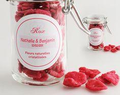 Pétales cristallisées de rose en cadeau pour les invités