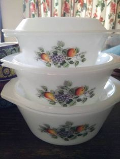 For the Vintage Retro Set of three French Pyrex casserole Arcopal Fruits de France dishes with matching lids, great condition, no chips Pick up Wollongong, 1125911366 Pyrex, Glass Baking Dish, Dolce, Casserole Dishes, Milk Glass, Lovers, Group, Fruit, Amazing