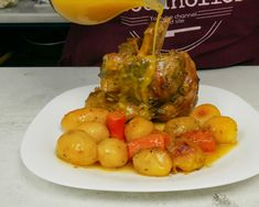 Χοιρινό κότσι, μαλακό σαν λουκούμι No2 – foodaholics.gr Pork, Eggs, Meat, Chicken, Cooking, Breakfast, Recipes, Youtube, Kale Stir Fry