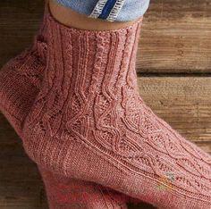 Cool Socks, Knitting Socks, Sock Shoes, Mittens, Knitting Patterns, Knit Crochet, Slippers, Model, Fashion