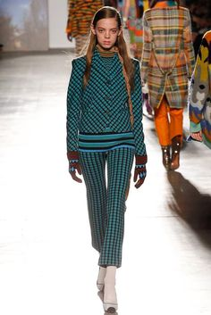 See the complete Missoni Fall 2017 Ready-to-Wear collection.