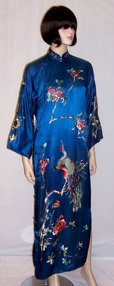 Etsy の 孔雀とシックなチャイナ ドレス ティール シルクシャクヤクと梅の花 by PatriciaJon