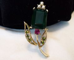 Atractive VINTAGE FAUX EMERALD RHINESTONE FLOWER BROOCH PIN UNSIGNED CORO