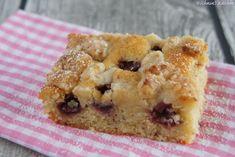 Kirschkuchen mit Marzipanstreuseln - saftig, knusprig, lecker & gar nicht altmodischer Blechkuchen mit Kirschen, Marzipan, Mandeln & Vanille