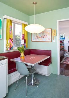 Retro breakfast nook. Absolutely adorable.