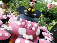 Minnie Mouse cake & cupcakes set by Thecupcakelicious, via Flickr