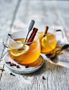 Impress your guests with our white mulled wine recipe for something a little different this Christmas – perfect for warming your cockles ahead of carol singing Vanilla Vodka Drinks, Vodka Cocktails, Cocktail Drinks, Yummy Drinks, Alcoholic Drinks, White Wine Cocktail, Beverages, Mulled White Wine, Mulled Wine Glasses