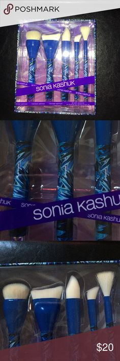 Sonia Kashuk Limited Edition Brush Couture Set Limited Edition Brush Couture Brush Set by Sonia Kashuk. BNIB airbrushed skin 5 piece set with buffing brush, contour brush, foundation brush, concealer brush, and a long powder brush :) Sonia Kashuk Makeup Brushes & Tools