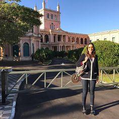 Turisteando 🇵🇾 la foto me tomo mi papá, no quedo mal, verdad? #PalaciodeLopez #Asuncion #Paraguay #moalmada