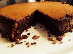 Today I am sharing a recipe of a chocolate cake with you all. This simple chocolate cake is nothing much fancy or tedious. Just as the name suggests, a Simple chocolate cake. Delicious Chocolate, Vegetarian Chocolate, Delicious Desserts, Chocolate Frosting, Chocolate Cake, Raspberry Brownies, Asian Cake, Protein Cake, Filipino Desserts