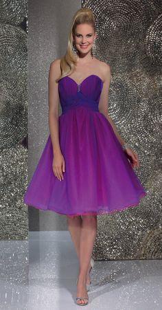 Isabel de Mestre - Evenings Abendkleider Kollektion 2016 (Art.15E030): Kurzes Abendkleid in Lila, trägerlos - schön auch als Kleid für die Brautjungfern.