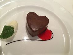 Semifreddo al fondente di San Valentino: un dessert a forma di cuore cioccolatoso che vi farà innamorare del vostro partner!
