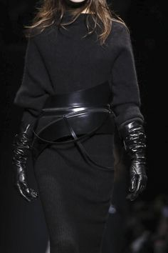 Sweater dress + leather gloves & statement belt, all black fashion details // Ann Demeulemeester Fall 2015
