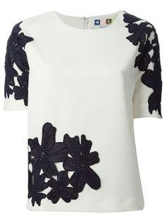 Designer Tops for Women 2015 - Luxury Labels - Farfetch High Fashion, Luxury Fashion, Womens Fashion, Work Tops, Fashion Studio, White Tops, Floral Lace, Blouse Designs, Short Sleeve Dresses