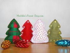 Alberi di Natale di feltro. Set di 4 di MielikkisForest su Etsy