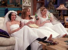 Monica (Courtney Cox), Rachel (Jennifer Aniston), and Pheobe (Lisa Kudrow) relaxing and enjoying themselves after a day of crap =) lol Tv: Friends, Serie Friends, Friends Cast, Friends Moments, Friends Tv Show, Friends Forever, Rachel Green, Jennifer Aniston, Best Tv Shows