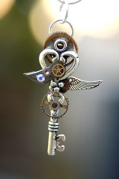 Keyper's Cove has some gorgeous key necklaces. Want!! #steampunk