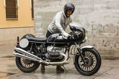 classic looking BMW Cafe Racer - Instagram : @caferacerturkiye