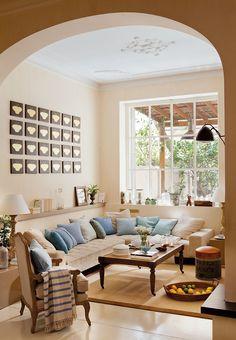 ¡Estira los metros! 7 ideas con mucho ingenio · ElMueble.com · Escuela deco la tapicería del sofá del mismo color que la pared, así se funde con ella y el espacio parece más grande