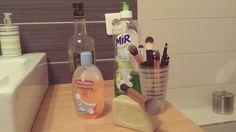 Il existe bien plus efficace & plus rapide que tout ça pour nettoyer vos pinceaux de maquillage !