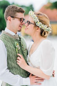 Hochzeitsfotografie — Hals über Kopf Boho Stil, Elegant, Wedding Dresses, Fashion, Wedding Photography, Newlyweds, Wedding Dress, Classy, Bride Dresses