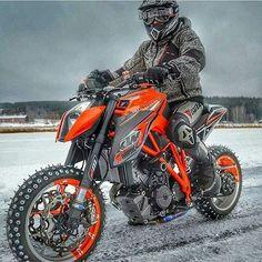 KTM Snow Patrol! FOLLOW @esketchup chistes malos cada dia! #ktm #ktmsuperduke #ktmduke #snow #moto #motos #bike #love #bikes #ride #motorcycle #motorsport #motor #motogp #superbike #superbikes #racing #race #picoftheday #bestoftheday #style #motoporn #scrambler #caferacer #power #like4like