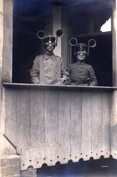 c. 1930s: Soldiers with sound locators