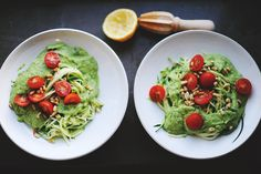 Zucchinipasta with avocado and mozarella sauce