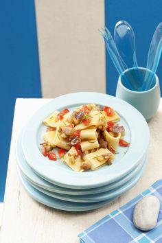 La pasta fredda alle melanzane è un piatto estivo facile e veloce da preparare. Perfetto da gustare anche in spiaggia o per un pic nic. Provatelo grazie a questa facile ricetta.