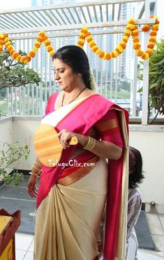Homely South Kannada Telugu Actress Pavitra Lokesh TV Serial Artist Pavithra Lokesh Tollywood Character Artist Pavitra Lokesh Pavitra Lokesh Aunty in Saree Latest New HD HQ Cute Beautiful Hot Photos Stills images Pics Pictures Wallpapers Photoshoot Beautiful Bollywood Actress, Most Beautiful Indian Actress, Long Hair Styles 2018, Aunty Desi Hot, Indian Girls Images, Aunty In Saree, Girl Number For Friendship, Indian Navel, Wedding Couple Poses Photography