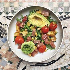 Salad with marinated tuna, roasted potatoes, oven baked tomatoes and avocado // Sallad med marinerad tonfisk, rostad potatis, ugnsbakade tomater och avokado