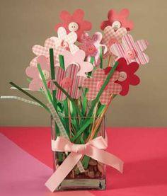 Centro de mesa con flores para bautizo