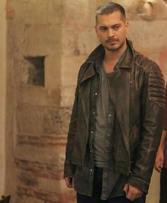 Cagatay Ulusoy Feriha Y Emir, Turkish Beauty, Galaxy Wallpaper, Turkish Actors, Military Jacket, Eye Candy, Beautiful Pictures, Handsome, Leather Jacket