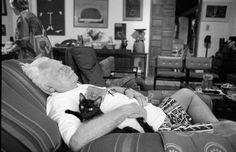 Jorge Amado: gente de gatos. [*- Jorge Amado: novelista brasileño, cuyas obras están basadas en la vida de su estado natal, Bahía. Absolutamente realista, con frecuencia irónico, muestra un profundo análisis psicológico en sus novelas que reflejan su compromiso político denunciando injusticias sociales. En 1961 fue elegido miembro de la Academia Brasileña de las Letras.(http://www.epdlp.com/escritor.php?id=1385)]