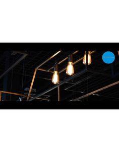 Ontdek onze mooie, landelijke lampen online! Deze mooie rustieke hanglamp in trapeziumvorm is voorzien met 3 lamphouders. Beschikbaar in zwart, ruggine of oud koper! Bekijk ook ons filmpje op https://www.youtube.com/watch?v=-niHFueH9-A