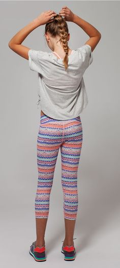Our girls capris are designed for yoga, running and other activities, with flat seams and gussets for the perfect fit. Preteen Girls Fashion, Teen Girl Outfits, Girl Fashion, Cute Outfits, Mädchen In Leggings, Girls Leggings, Little Girl Models, Child Models, Athletic Outfits