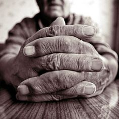 Aged hands by Michal Giedrojc #foreshortening <3