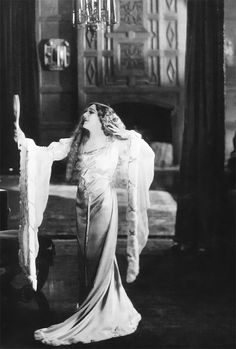 marypickfords:  Mary Pickford in Dorothy Vernon of Haddon Hall, 1924.
