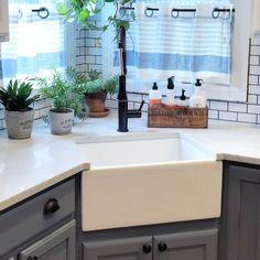 Corner Sink Kitchen, Kitchen Redo, New Kitchen, Kitchen Ideas, Small Kitchen Makeovers, Easy Kitchen Updates, Large Kitchen Sinks, Faucet Kitchen, Condo Kitchen