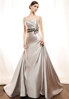 Holy shnikey! I don't know why, but I *adore* this silver wedding dress! <3 <3