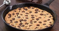 Skillet Chocolate Chip Cookie Skillet Chocolate Cookie - an amazing irresistible dessert in form of a giant chocolate chip cookie that is easy and quick to prepare. Skillet Chocolate Chip Cookie, Giant Chocolate, Chocolate Lava Cake, Chocolate Chunk Cookies, Melting Chocolate, Raspberry Chocolate, Chocolate Cups, Just Desserts, Delicious Desserts